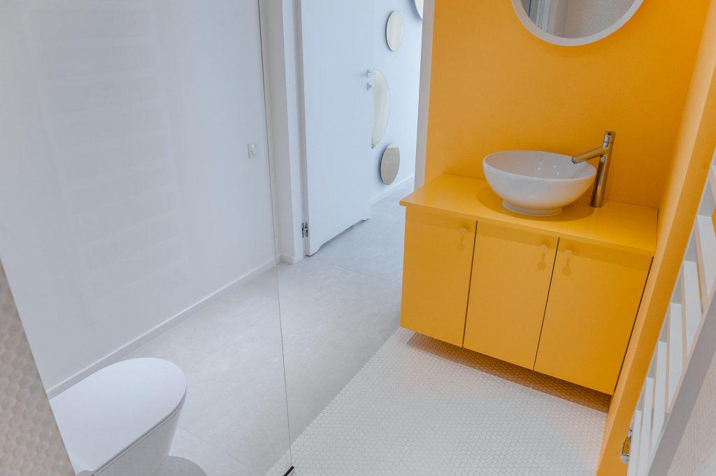 Jupiter łazienka żółta